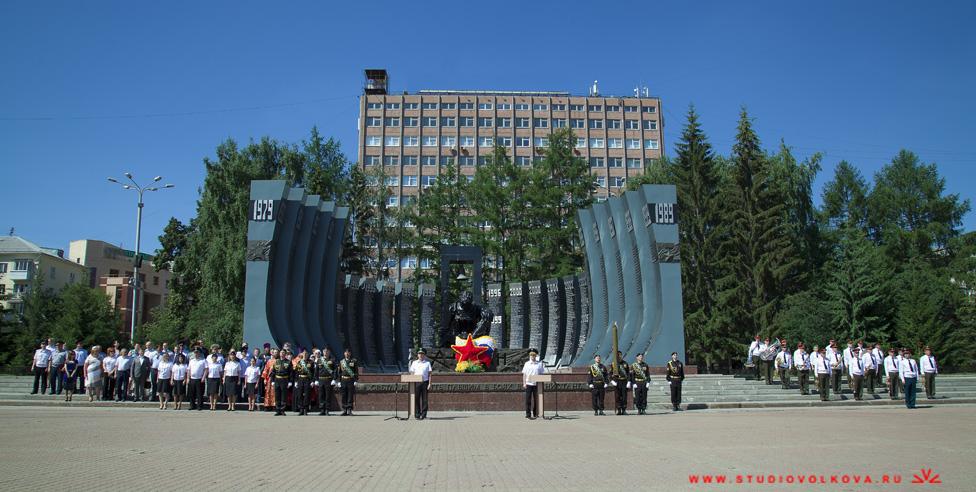 ГЛАВНЫЙ СУДЕБНЫЙ ПРИСТАВ РОССИЙСКОЙ ФЕДЕРАЦИИ ВРУЧИЛ ЗНАМЯ СВЕРДЛОВСКОМУ УПРАВЛЕНИЮ